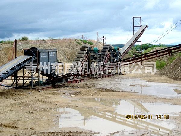 挖斗式洗沙机工作流程